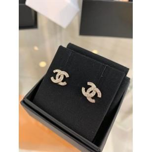 Chanel Classic 款雙 C 配圓石耳環