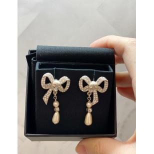 Chanel 蝴蝶結吊飾耳環 - 銀白